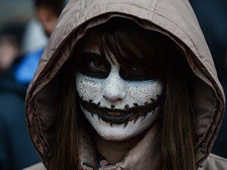 Участница флешмоба в канун Хэллоуина в Новосибирске