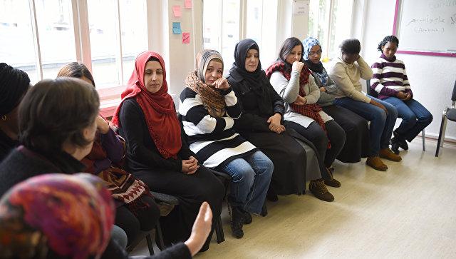 Беженцы на занятиях в образовательном центре Германии. Архивное фото