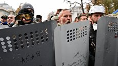 Бойцы батальона Донбасс во время митинга у здания Верховной рады Украины