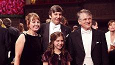 Ирина Григорьева, Андрей Гейм и их дочь Александра на церемонии награждения Нобелевской премии