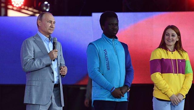 Путин по-английски обратился к участникам фестиваля молодежи в Сочи