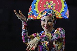 Участница церемонии закрытия XIX Всемирного фестиваля молодёжи и студентов в Сочи