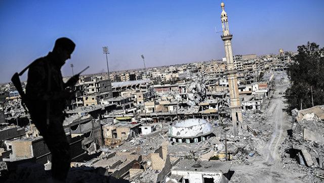 Боец Сирийских демократических сил в Ракке, Сирия