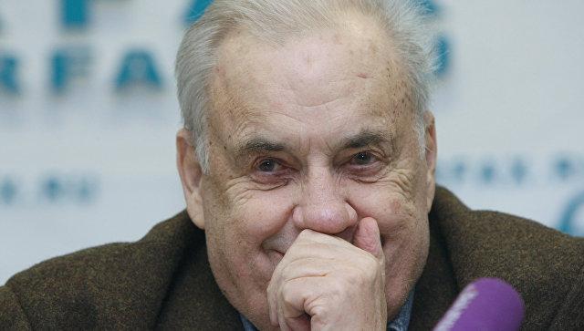 Кинорежиссер Эльдар Рязанов во время пресс-конференции СК РФ