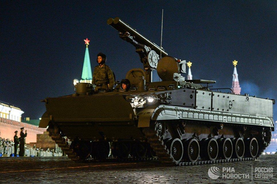 Противотанковый ракетный комплекс Хризантема-С во время репетиции Парада Победы на Красной площади