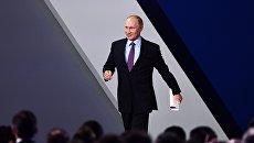 Президент РФ Владимир Путин перед выступлением на пленарной сессии инвестиционного форума ВТБ Капитал Россия зовет!. 24 октября 2017