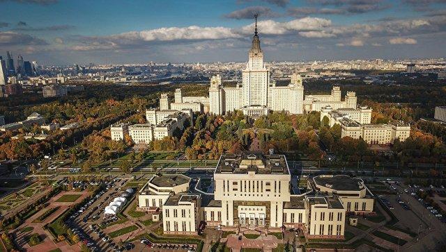 Главное здание МГУ в Москве. Архивное фото
