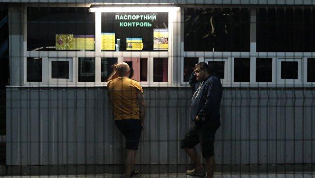Граждане Украины на международном пункте пропуска через украинско-польскую границу. Архивное фото