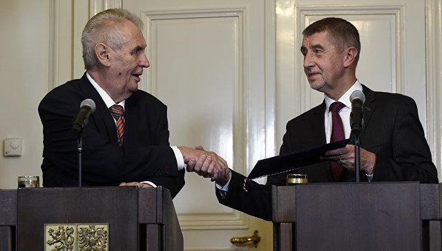 Президент Чехии Милош Земан и лидер движения ANO Андрей Бабиш. 31 октября 2017