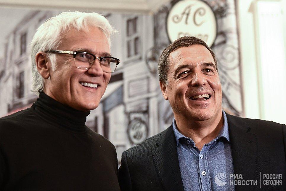 Певец Александр Маршал (слева) и председатель совета директоров телекомпании ВИД Александр Любимов на церемонии вручения премии радио JAZZ 89.1 FM Все цвета джаза - 2017