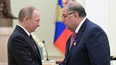 Президент РФ Владимир Путин и бизнесмен, основатель USM Holdings Алишер Усманов. Архивное фото