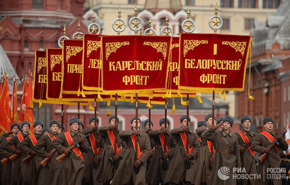 Марш вчесть парада 7ноября 1941  прошел наКрасной площади