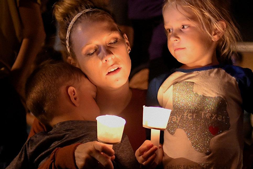 Памятная акция в честь жертв стрельбы в церкви в Сатерленд Спрингс в Техасе, США. 5 ноября 2017