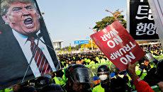 Митинг во время выступления президента США Дональда Трампа в Сеуле. 8 ноября 2017