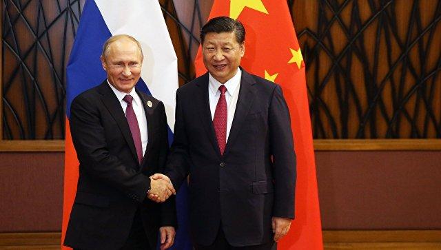 Президент РФ Владимир Путин и председатель КНР Си Цзиньпин на саммите АТЭС. Архивное фото