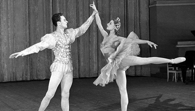 Солисты балета Людмила Богомолова и Станислав Власов. Архивное фото