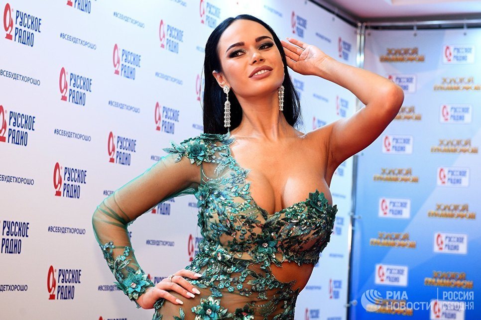 Актриса Яна Кошкина на XXII церемонии вручения музыкальной премии Золотой Граммофон