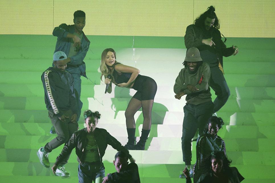 Британская певица Рита Ора во время выступление на MTV Europe Music Awards