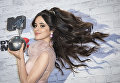 Кубино-мексиканская певица Камила Кабельо с наградой MTV Europe Music Awards