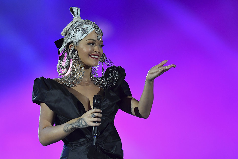 Ведущая церемонии MTV Europe Music Awards Рита Ора