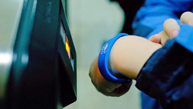 Практически 40 тыс. школьников пользуются электронными браслетами «Москвенок»