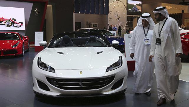 На автомобильном салоне вДубае представили неменее 100 новых моделей авто
