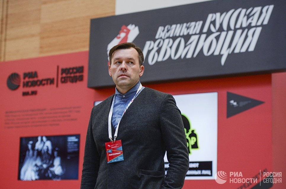 Руководитель Дизайн-центра МИА Россия сегодня Антон Степанов на выставке Великая русская революция на Санкт-Петербургском международном культурном форуме
