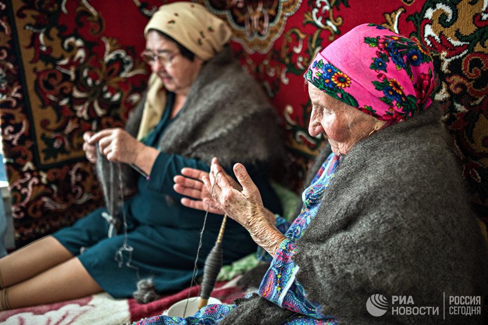 Не проходит и дня, чтобы односельчане не проведали самую старшую жительницу Татарского Саракташа.