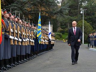 Президент РФ Владимир Путин во время поездки в Ялту. 18 ноября 2017