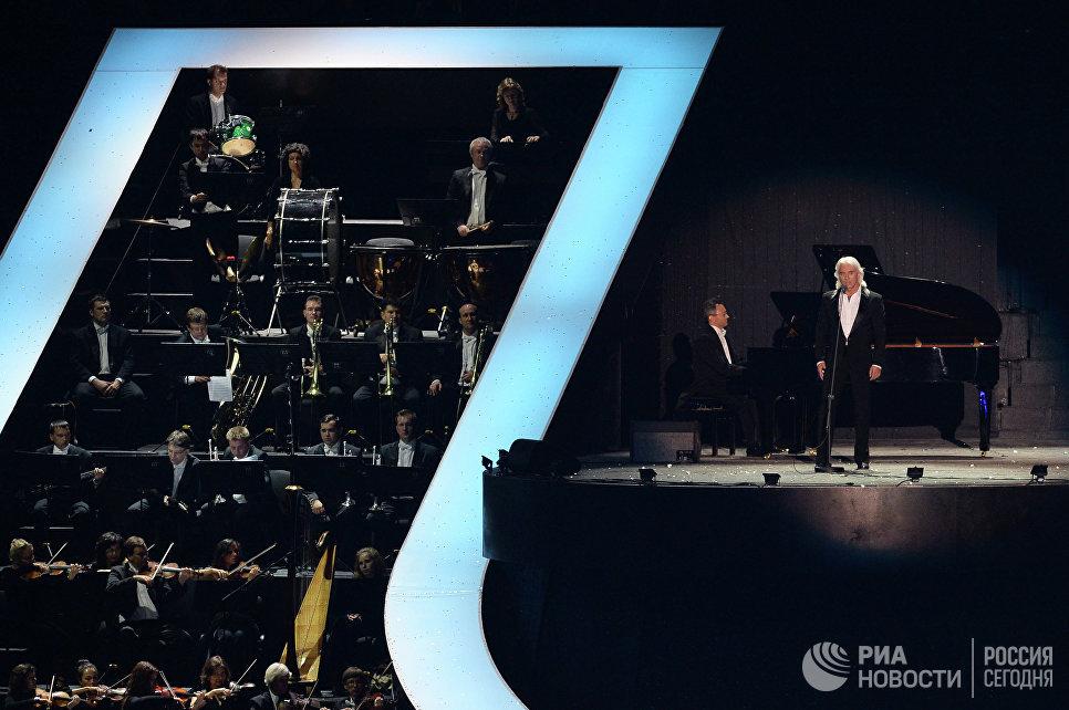 Певец Дмитрий Хворостовский выступает на церемонии открытия XXVII Всемирной летней Универсиады 2013 на стадионе Казань Арена в Казани