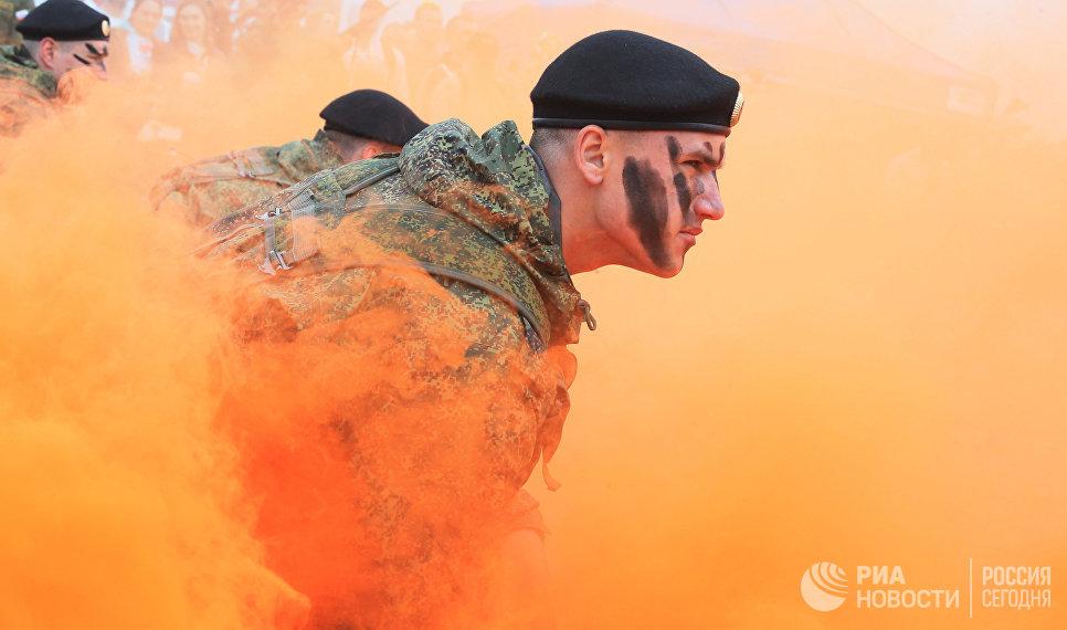 Показательные выступления морских пехотинцев Балтийского Флота на воинском полигоне ЗВО Хмелевка