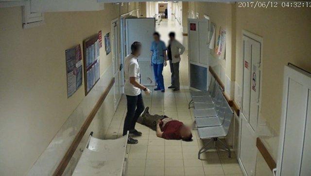 Инцидент с пациентом в смоленской больнице. Запись камеры слежения