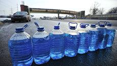 Продажа незамерзающей жидкости для автомобилей на МКАДе в Москве. Архивное фото