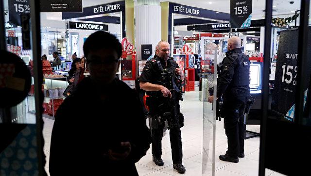 Сотрудники полиции в торговом центре на Оксфорд-стрит в Лондоне, Великобритания. 24 ноября 2017