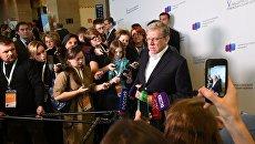 Председатель совета Центра стратегических разработок Алексей Кудрин отвечает на вопросы журналистов на V Общероссийском гражданском форуме в Москве. 25 ноября 2017