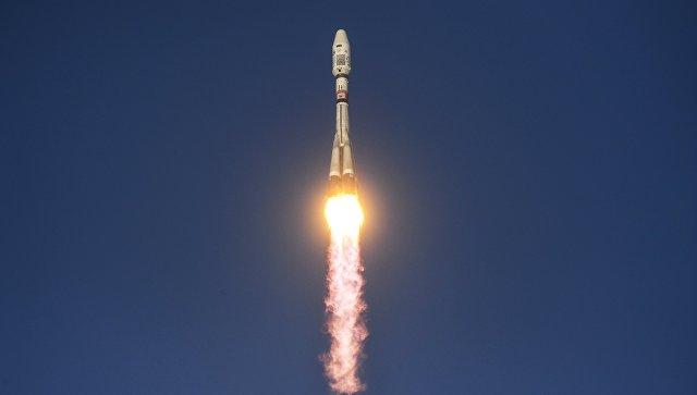 СПлесецка запустили «Союз» своенным спутником