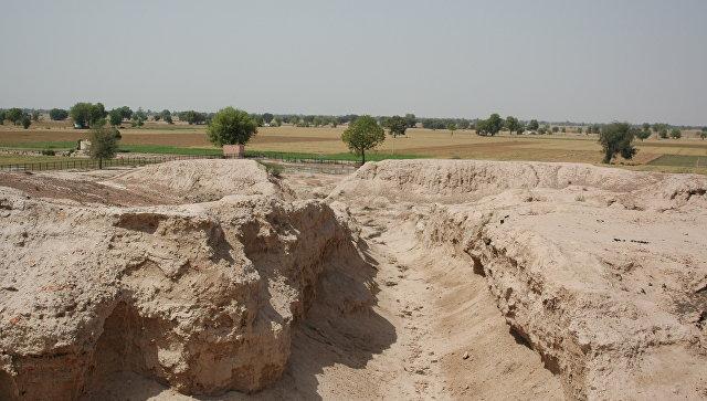 Древнее русло реки Сатледж, поменявшей свой ход примерно 8 тысяч лет назад, что ставит под сомнение главную теорию исчезновения Индской цивилизации
