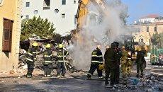 Спасатели на месте взрыва в Тель-Авиве, Израиль. 28 ноября 2017