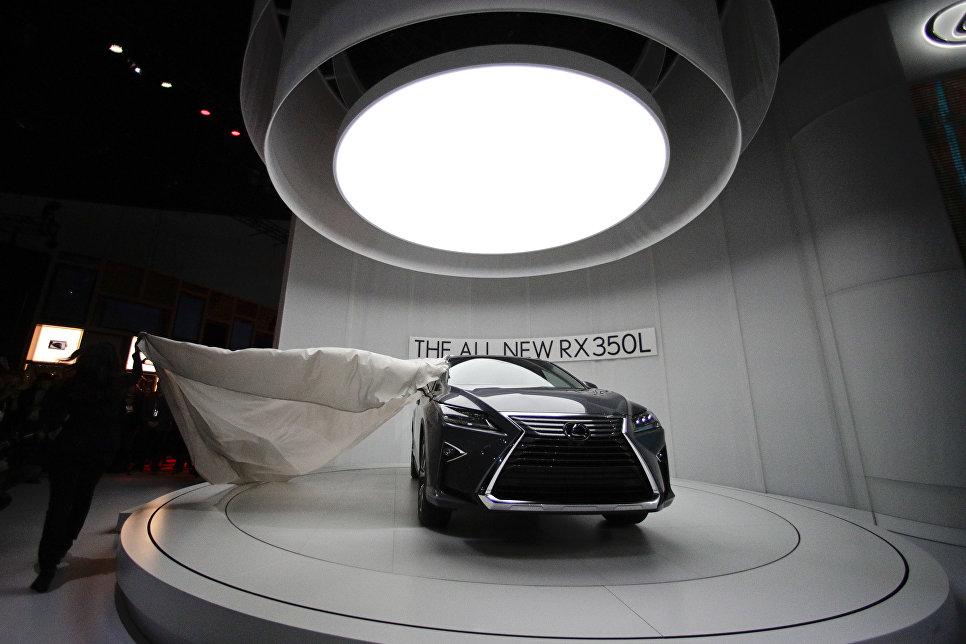 Lexus RX 350L на автосалоне в Лос-Анджелесе