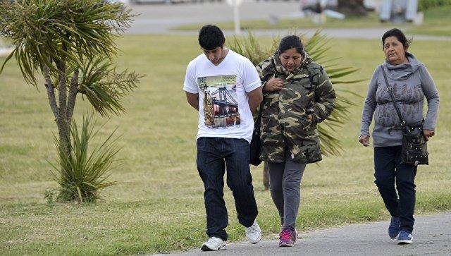 Родственники моряков из команды пропавшей подлодки Сан-Хуан  на военно-морской базе в Мар-дель-Плата в Аргентине. 30 ноября 2017