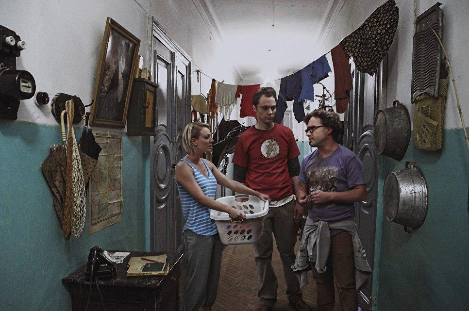 Герои сериала Теория большого взрыва в коммунальной квартире