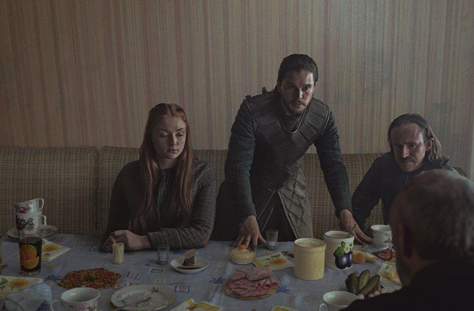 Герои Игры престолов за столом