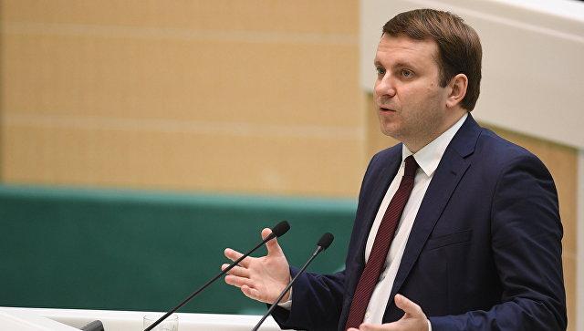 Министр экономического развития РФ Максим Орешкин выступает на первом заседании осенней сессии Совета Федерации РФ. 27 сентября 2017