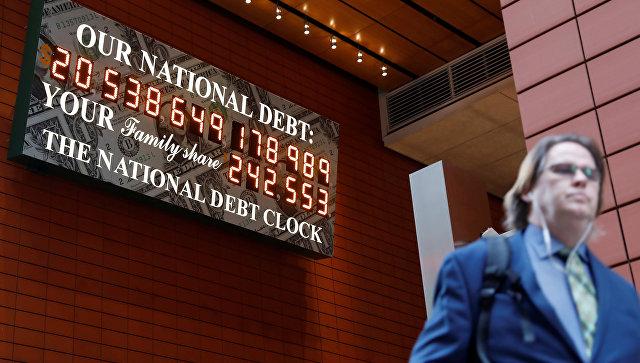 В Нью-Йорке вновь появилось табло, напоминающее прохожим о размере госдолга США