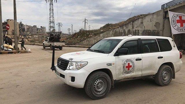 Автомобиль Красного креста в Алеппо после вывода боевиков и членов их семей из города