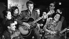 Французский рок-певец Джонни Холлидей во время военной службы после возвращения из медового месяца