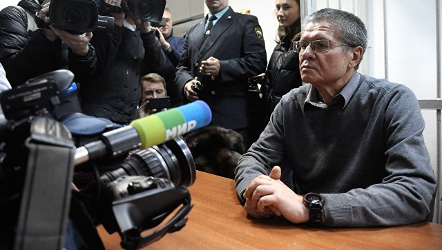 Алексей Улюкаев перед выступлением с последним словом на заседании в Замоскворецком суде. 7 декабря 2017