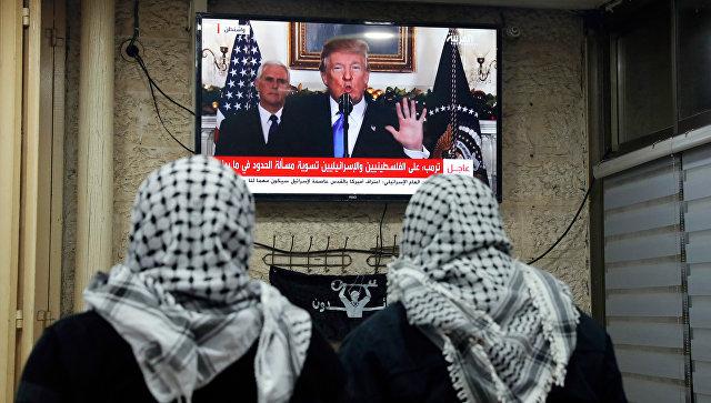 Трансляция выступления президента США Дональда Трампа о признании Иерусалима столицей Израиля в кафе