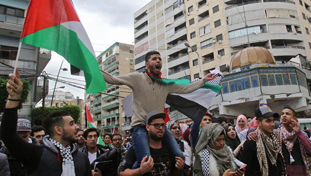 Палестинские студенты во время протеста против решения Дональда Трампа признать Иерусалим столицей Израиля. Архивное фото