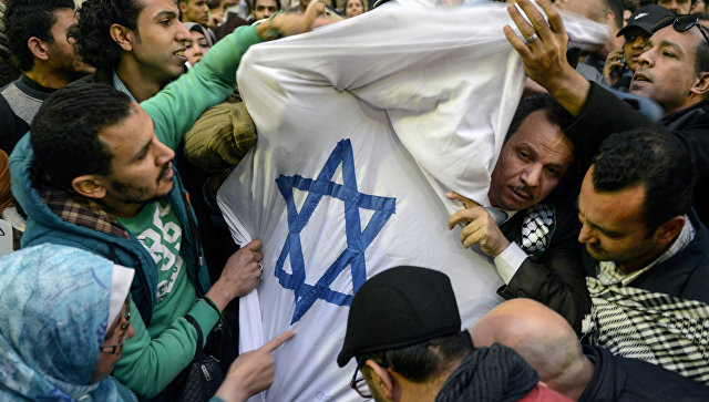 Мусульмане вовсем мире массово протестуют против решения США